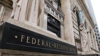 هشدار دو تحلیلگر اقتصادی نسبت به انفجار جلیقه انتحاری بانکهای مرکزی
