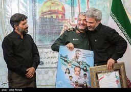 دستی که فرمانده کل سپاه پاسداران آن را بوسید + عکس