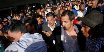 حمله اعتراضی به خوان گوایدو به محض بازگشت به ونزوئلا +فیلم