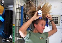 فیلم حمام کردن خانم فضانورد در فضا