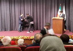 اهدای نشان عبدالحسین نوشین به اصغر فرهادی