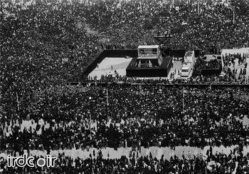 تصویر هوایی از تشییع پیکر امام راحل (ره) / بزرگترین تشییع تاریخ + عکس