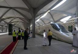 مهمانداران زن قطار سریع السیر مکه به مدینه + عکس