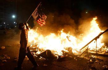 درباره عقبماندههایی که پرچم آمریکا را آتش میزنند اقدام کنید
