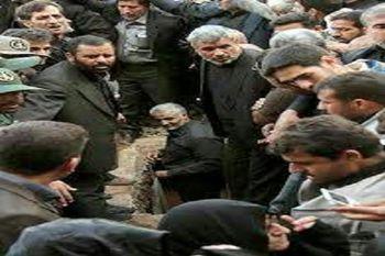 شهیدی که توسط سردار سلیمانی به خاک سپرده شد+ تصاویر